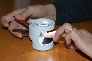Coupe ongle avec loupe intégrée