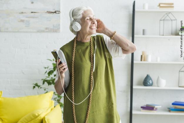 Les 10 produits indispensables pour l'autonomie des seniors au quotidien dans l'habitat.